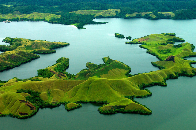 Lake Sentani landscape, Papua, Indonesia. Balancing multiple land uses among multiple stakeholders — a landscape approach — is gaining some traction as a useful management tool, despite inherent challenges. Mokhammad Edliadi/CIFOR photo