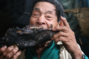 hombre indigena y huangana madre de dios peru nbsp