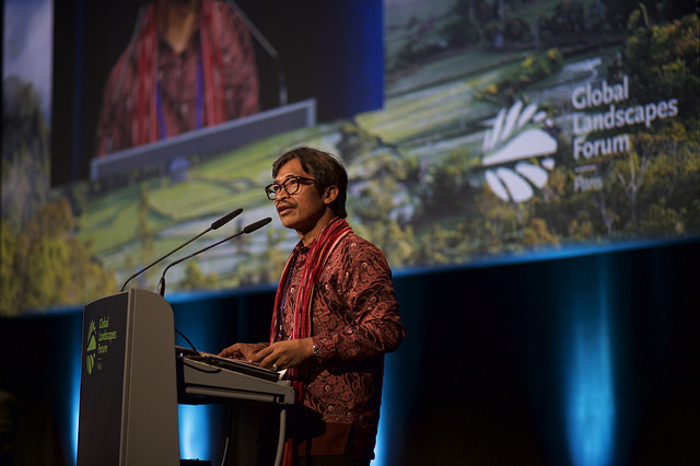 Abdon Nababan speaks at the Global Landscapes Forum. Photo: Pilar Valbuena/CIFOR